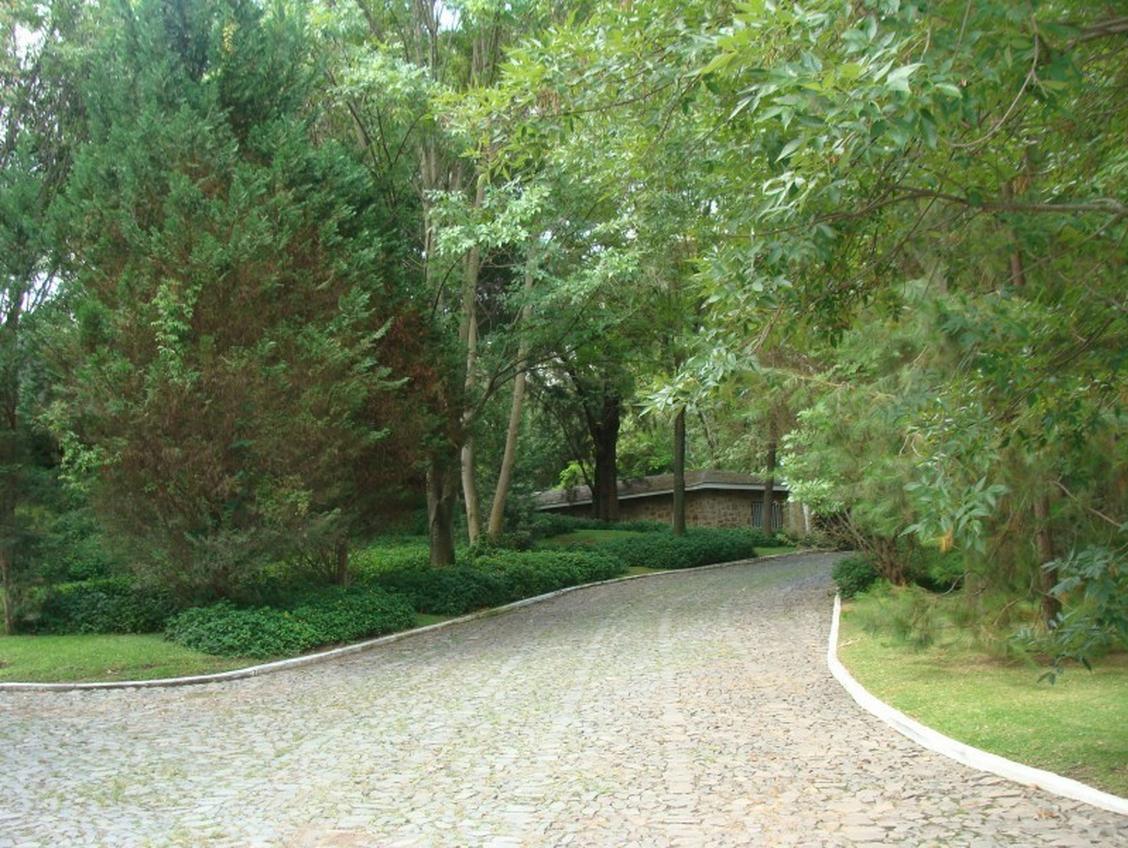 http://www.casasyterrenos.com/detalle-terreno/venta-puerta+del+bosque-zapopan-jalisco-45066-190867