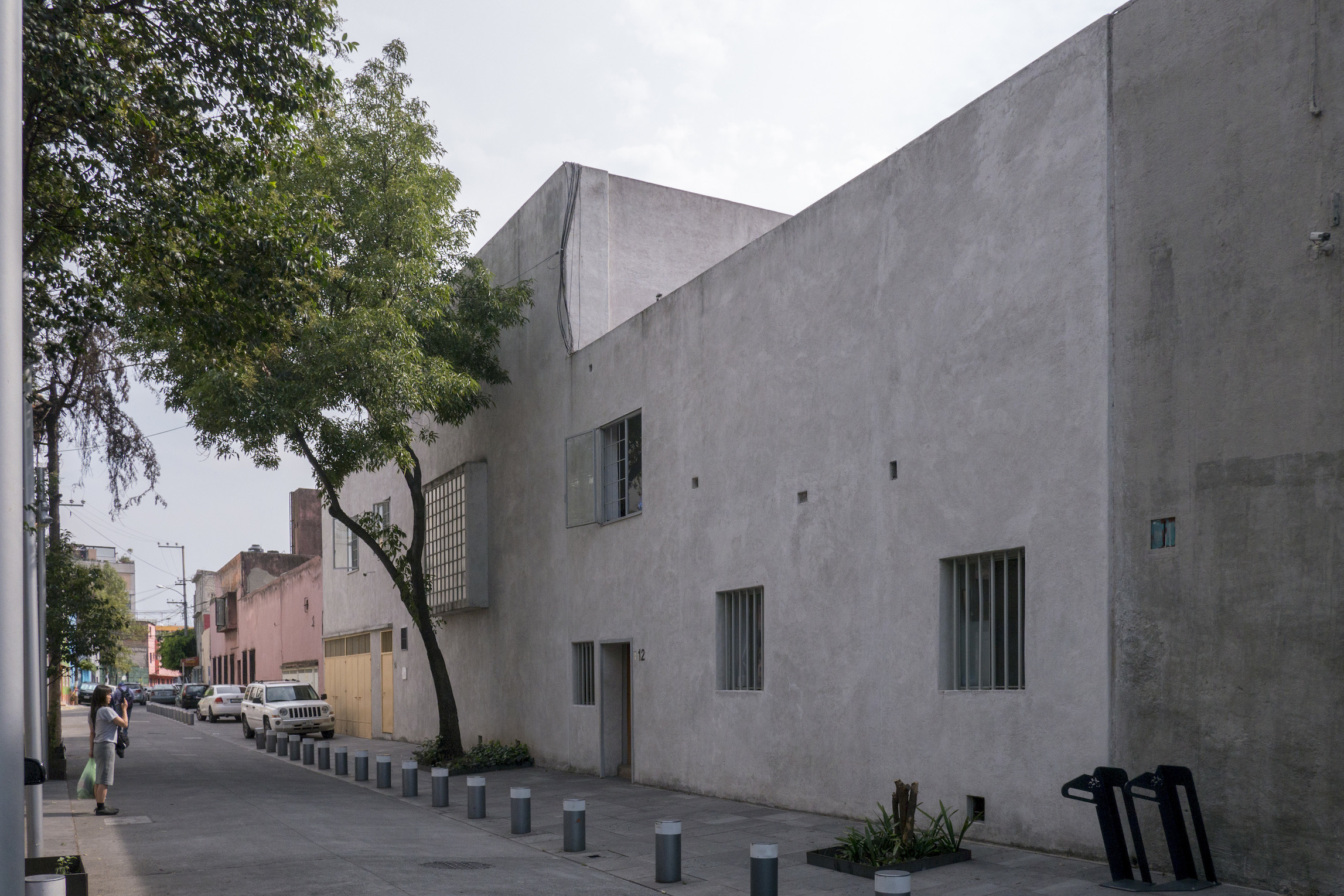 Luis_Barragán_House_and_Studio_Street_view