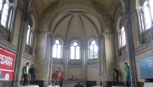 Intervención urbana transforma iglesia abandonada en parque de skate